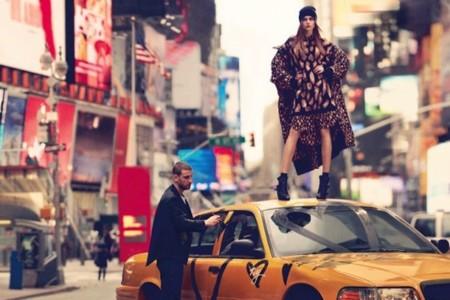 ¡Cara (Delevingne) estás que lo petas! Y DKNY lo sabe