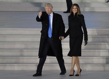 Melania Trump sí tiene quien la vista: Ralph Lauren de día y Karl Lagerfeld de noche