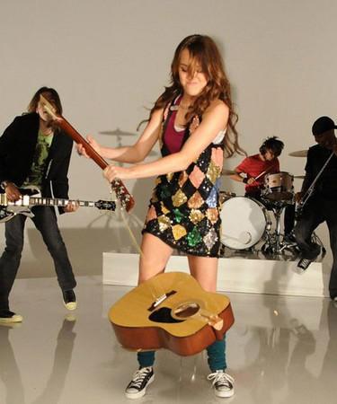 """Miley Cyrus lanza el vídeo de """"7 Things"""", su nuevo single"""