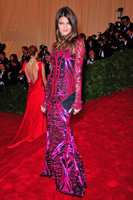 Peores looks peor vestidas Costume Insitute MET Gala Isabeli Fontana Emilio Pucci