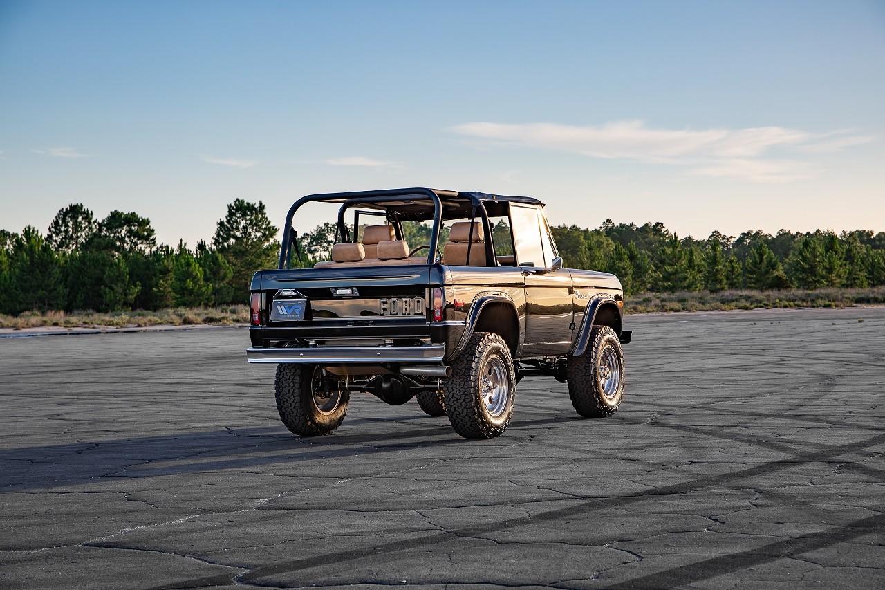 Foto de Ford Bronco modificado por Velocity Restoirations (16/29)