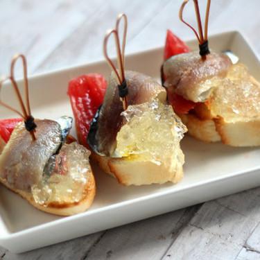Sardinas ahumadas con tomate y su gelatina para un aperitivo elegante