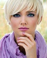 Cómo combinar un look lila con complementos
