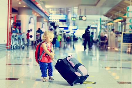 Los niños y adolescentes no podrán viajar sin sus padres fuera de España si no llevan una declaración de permiso paterna