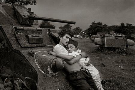 Rafael Trobat El Abrazo De Los Huelepegas Managua 1996