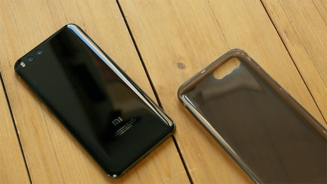 Xiaomi Mi6 con funda