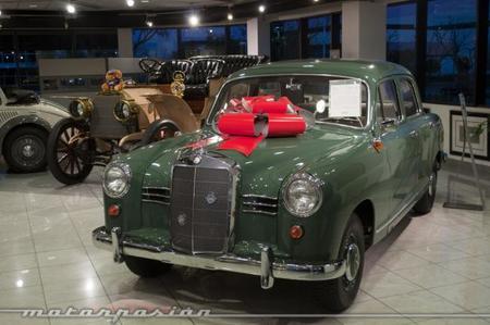 Mercedes benz classic center en irvine california for Mercedes benz classic center irvine