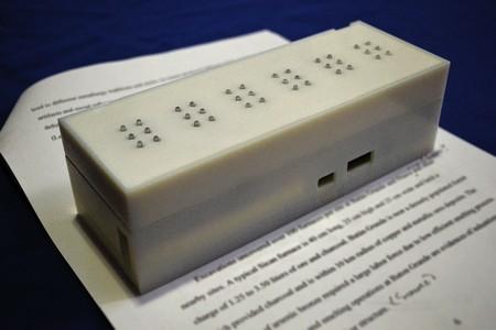 Traducir texto impreso a Braille en tiempo real es lo que promete este pequeño dispositivo del MIT