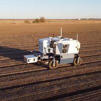 Este robot autónomo acaba con 100.000 malas hierbas por hora a base de rayos láser, 20 veces más que un humano