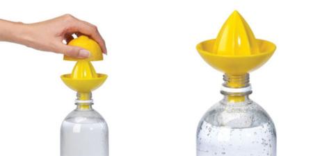 Sombrero Juicer Lemon, un exprimidor unido a la botella