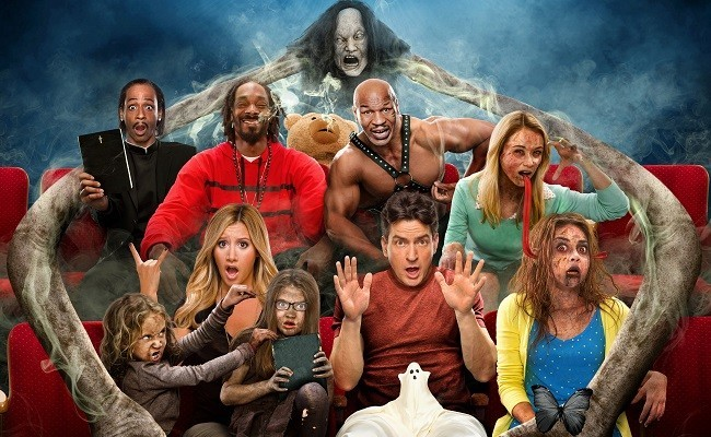 Imagen con el cartel de 'Scary Movie 5'