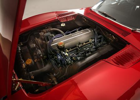 El toyota 2000GT de 1969 montaba un seis cilindros en línea que entregaba una potencia de 150 CV