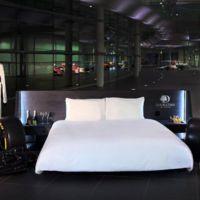 Este finde alguien dormirá entre dos coches de Fórmula Uno en el Centro McLaren