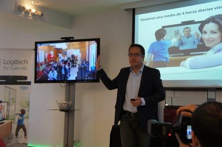 Demostración de videoconferencia con el TV Cam HD