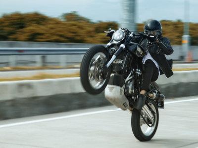 Aspecto clásico con alma de hooligan, así es la sorprendente KTM 950 Supermoto de Smoked Garage