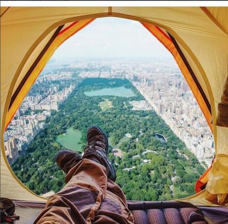 Esta cuenta de Instagram es una parodia de los clichés de viajes de aventuras