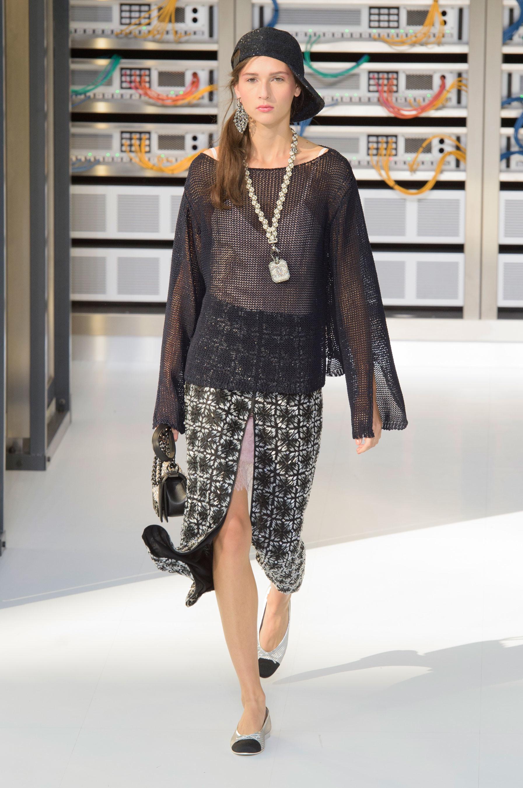 Foto de El regreso al futuro de Chanel en su colección Primavera-Verano 2017 (69/96)