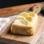 Bizcocho de limón keto, receta baja en hidratos de carbono y sin azúcar (con vídeo incluido)