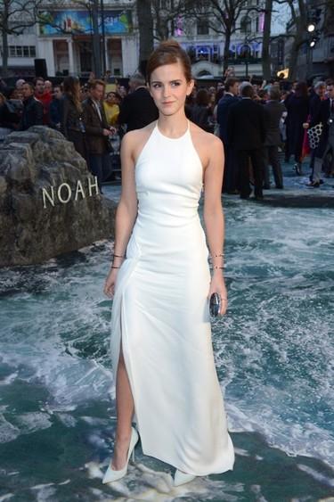 """Sin duda, el mejor complemento de Emma Watson en las premieres de """"Noah"""" es Douglas Booth"""