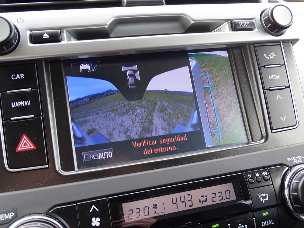 Foto de Probamos el Toyota Land Cruiser 180D, todas las imágenes del motor, maletero y otros detalles (31/32)