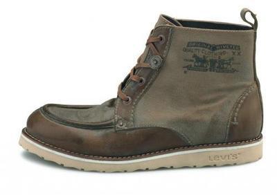 Levi's, zapatillas y complementos para la Primavera-Verano 2010