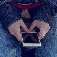 ¿El móvil como recurso para la educación de los niños refugiados? Eso plantean algunas ONGs