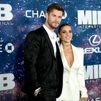 Enfundado en negro, Chris Hemsworth falla con su look en la premiere de 'Men in Black' en Nueva York