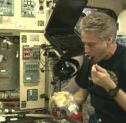 Comer en el espacio no permite apreciar de modo adecuado las comidas