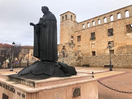 La Colegiata de Santa María del Mercado, en Berlanga de Duero (y el caimán)