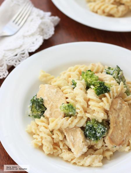 Pasta Alfredo con pollo y brócoli. Receta