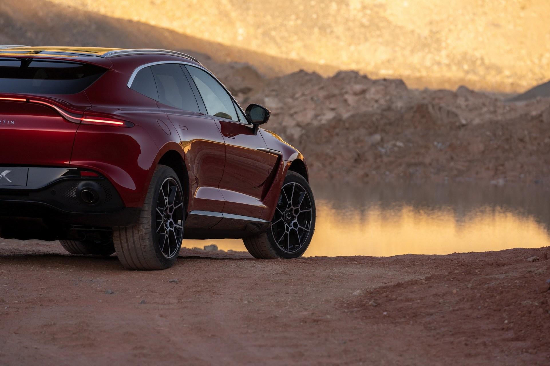Foto de Aston Martin DBX (17/36)
