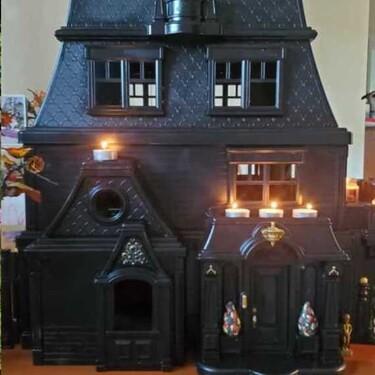 De casas de muñecas a mansiones embrujadas: una idea creativa para decorar en Halloween