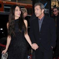 Al pavo de Mel Gibson lo van a desplumar