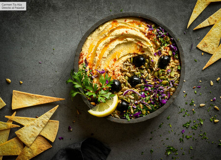 Cómo hacer hummus casero de garbanzos, la receta tradicional original es también la más fácil