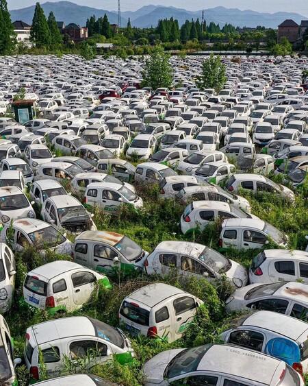 Cementerio coches eléctrico