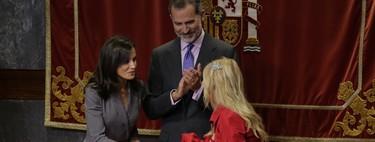 La reina Letizia recibe el Premio del Observatorio contra la Violencia Doméstica y de Género 2019 con un look muy sobrio