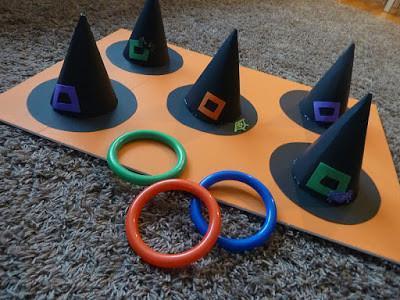 En Halloween podréis jugar a lanzar aros... sobre gorros de bruja