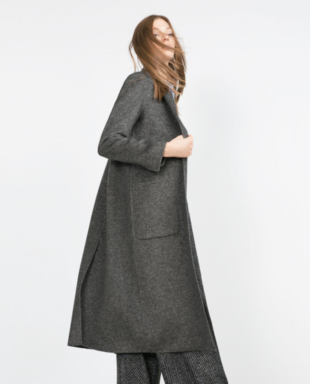 El abrigo de la temporada es largo y gris de lana. Lo hemos encontrado para ti a distintos precios