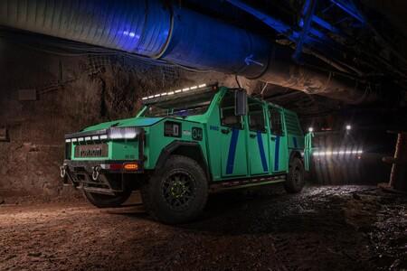 Una empresa minera se apunta al coche eléctrico: este Rokion R400 transporta hasta a 12 personas bajo tierra