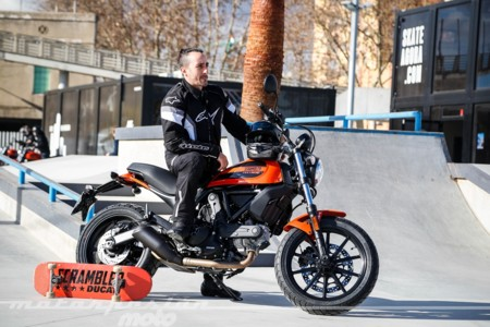 Scrambler Ducati Sixty2 050
