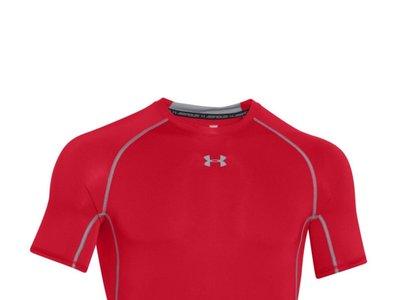 Desde 13,52 euros podemos hacernos con una camiseta de compresión  UA HeatGear Under Armour en Amazon