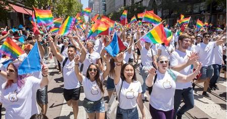Apple celebra el Día del Orgullo en San Francisco, como apoyo a la comunidad LGBTQ
