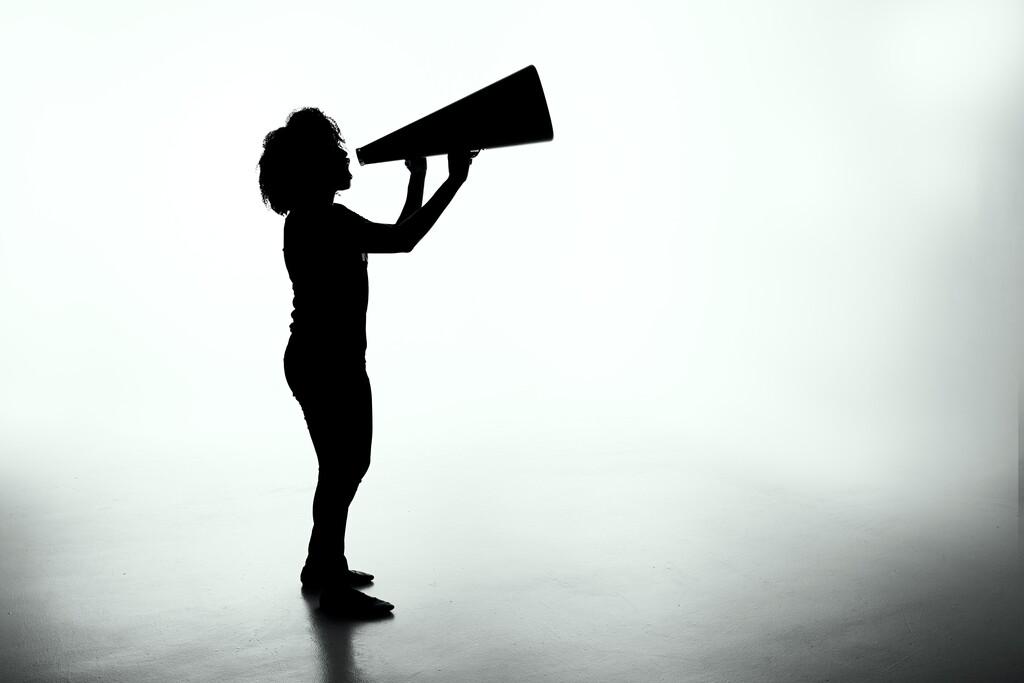 La UE quiere multar a las redes sociales por los contenidos que considere ilegales: la libertad de expresión puede estar en peligro
