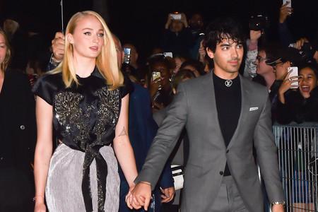 Y tras dos años de relación, por fin, Sophie Turner y Joe Jonas posan juntos en una alfombra roja