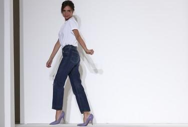 Victoria Beckham SS 2018, la oda a los tonos pastel más minimalista y evocadora
