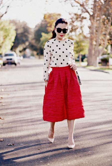 Cuatro looks maravillosos para enamorarte todavía más de las faldas midi