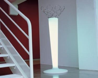 Battista, perchero y lámpara de pie de Bonaldo
