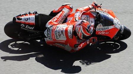 Nicky Hayden a lavar la imagen de Ducati