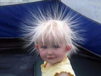¿Cortarle el cabello a un bebé hace que crezca más fuerte?