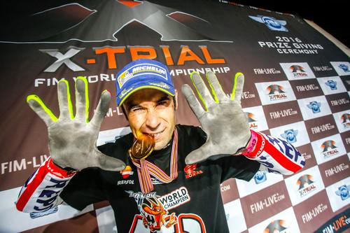 Toni Bou se proclama campeón del mundo de trial indoor: suma 19 mundiales de 19 posibles
